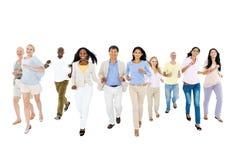 gruppo di persone Multi-etnico che avvicinano immagini stock