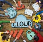 Gruppo di persone multietnico con il concetto della nuvola Immagine Stock Libera da Diritti