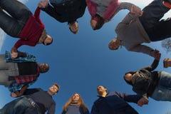Gruppo di persone nel cerchio Fotografie Stock Libere da Diritti