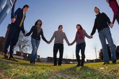 Gruppo di persone nel cerchio Fotografie Stock