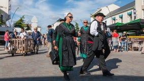 Gruppo di persone vestiti in vestiti di periodo Fotografia Stock