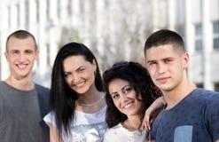Gruppo di posa degli studenti Immagini Stock