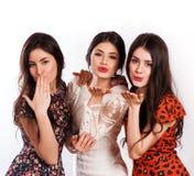Gruppo di ragazze di risata graziose felici Fotografia Stock