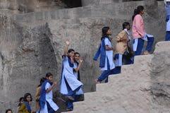 Gruppo di ragazze a Ellora, India Fotografie Stock