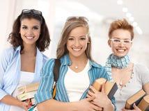 Gruppo di ragazze felici dello studente sul corridoio della scuola Fotografia Stock Libera da Diritti