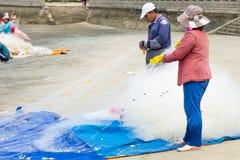 Gruppo di rete del pesce di tirata del pescatore Fotografia Stock Libera da Diritti