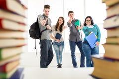 Gruppo di riusciti studenti Immagini Stock