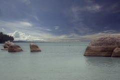 Gruppo di rocce sulla spiaggia Fotografia Stock