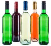 Gruppo di rosa rossa variopinta di bianco delle bottiglie di vino isolata su bianco Immagine Stock Libera da Diritti