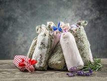 Gruppo di sacchetti con lavanda secca immagine stock