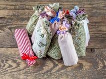Gruppo di sacchetti con lavanda secca immagini stock