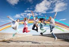 Gruppo di salto degli adolescenti Fotografia Stock Libera da Diritti