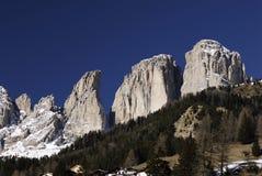 Gruppo di Sassolungo Langkofel delle dolomia italiane nell'inverno da Campitello di Fassa Ski Area in Canazei Immagine Stock Libera da Diritti