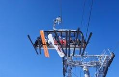 Gruppo di sciatori sull'ascensore di sci Fotografia Stock