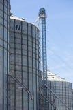 Gruppo di silos di grano nell'Uruguay con cielo blu Fotografie Stock