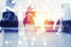 Gruppo di socio commerciale che cerca il futuro Concetto di corporativo e di startup fotografia stock