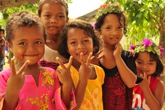 Gruppo di sorridere indigeno dei bambini fotografia stock