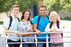 Gruppo di studenti all'aperto Immagini Stock Libere da Diritti