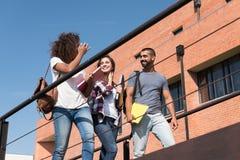 Gruppo di studenti in città universitaria Fotografie Stock