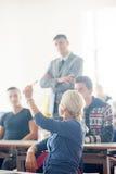 Gruppo di studenti con l'insegnante su classe Immagine Stock Libera da Diritti