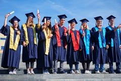Gruppo di studenti dei giovani laureati Fotografia Stock Libera da Diritti