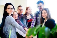 Gruppo di studenti di college Fotografie Stock
