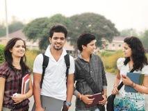 Gruppo di studenti di college indiani. Fotografia Stock