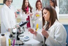 Gruppo di studenti di medicina fotografia stock