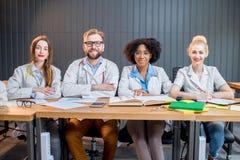 Gruppo di studenti di medicina nell'aula Fotografie Stock Libere da Diritti