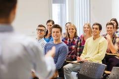 Gruppo di studenti e di insegnante con il taccuino Fotografia Stock Libera da Diritti