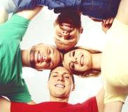 Gruppo di studenti felici che restano insieme Istruzione, università: Fotografia Stock Libera da Diritti