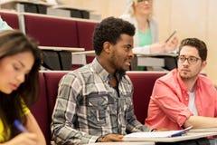 Gruppo di studenti internazionali sulla conferenza Immagine Stock