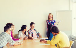 Gruppo di studenti sorridenti con il bordo bianco Fotografia Stock