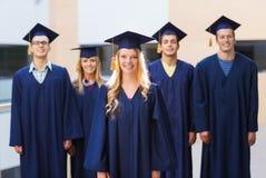 Gruppo di studenti sorridenti in tocchi Fotografia Stock Libera da Diritti