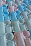 Gruppo di tazze e di piatti per servire Immagini Stock Libere da Diritti
