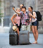 Gruppo di turisti che fanno selfie Fotografia Stock Libera da Diritti