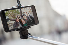 Gruppo di turisti che prendono Selfie Fotografia Stock Libera da Diritti