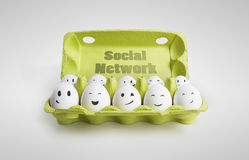 Gruppo di uova con il representin sorridente dei fronti Immagini Stock