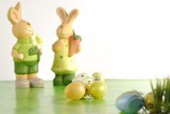 Gruppo di uova di Pasqua e di coniglietto Fotografia Stock