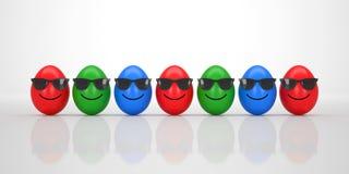 Gruppo di uova di Pasqua fresche con sorridere nero degli occhiali da sole Immagine Stock Libera da Diritti