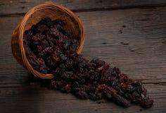 Gruppo di uva passa in una ciotola Fotografie Stock