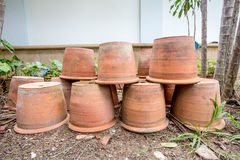 Gruppo di vasi vuoti di terracotta Fotografia Stock Libera da Diritti