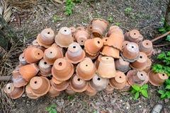 Gruppo di vasi vuoti di terracotta Fotografie Stock Libere da Diritti