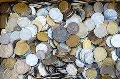 Gruppo di vecchi soldi di metallo fotografie stock