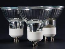 Gruppo di verticale nessun lampadine del LED GU10, lampade contro un backg nero Immagini Stock