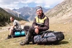 Gruppo di viandanti in montagne Immagini Stock Libere da Diritti
