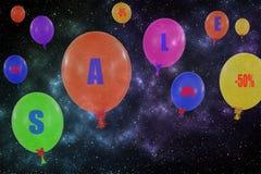 Gruppo di volo di palloni nel cielo notturno Concetto del messa di vendita Immagine Stock