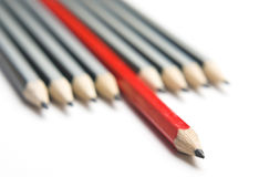 Gruppo diagonale stretto delle matite grige e rosse Fotografia Stock Libera da Diritti