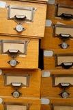 Gruppo disordinato di vecchi cassetti di legno Immagine Stock Libera da Diritti
