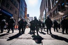 Gruppo epico di poliziotti pronti a reagire nel caso del problema con Prote Fotografia Stock Libera da Diritti
